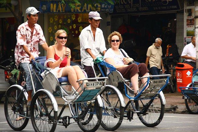 Cyclo dans une rue à Ho Chi Minh ville.
