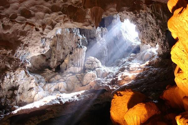 Grotte de Thien Cung - légendes de la baie d'Halong