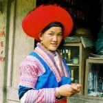 Une dame Hmong Rouge sur la route Dien Bien Phu