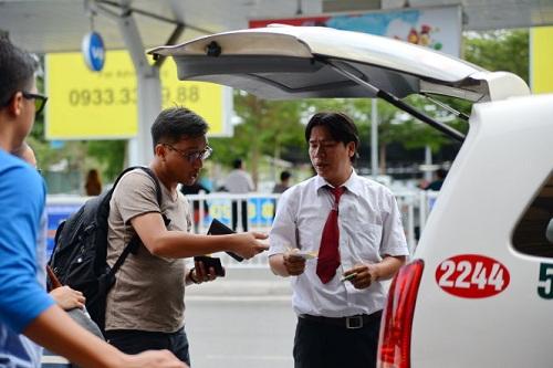 Se déplacer en Taxi au Vietnam: Prix, bonnes agences taxi, astuces contre les arnaques taxi