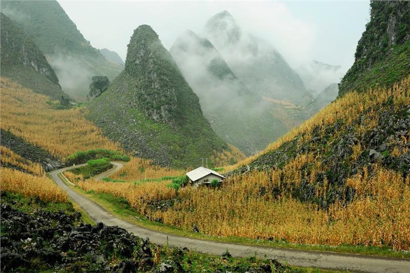 Le paysage sur la boucle de Ha Giang, Vietnam. Une des meilleures routes de moto du pays.