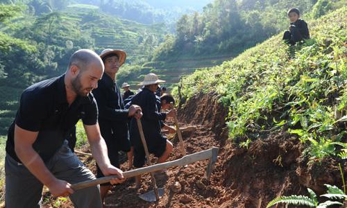 Video Rencontre des Lolo au Nord Vietnam – Serie Rencontre en terres inconnues