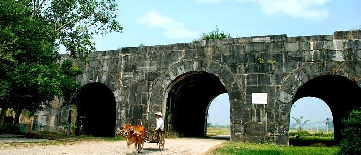 Citadelle de la dynastie Hô Citadelle de la dynastie Hô