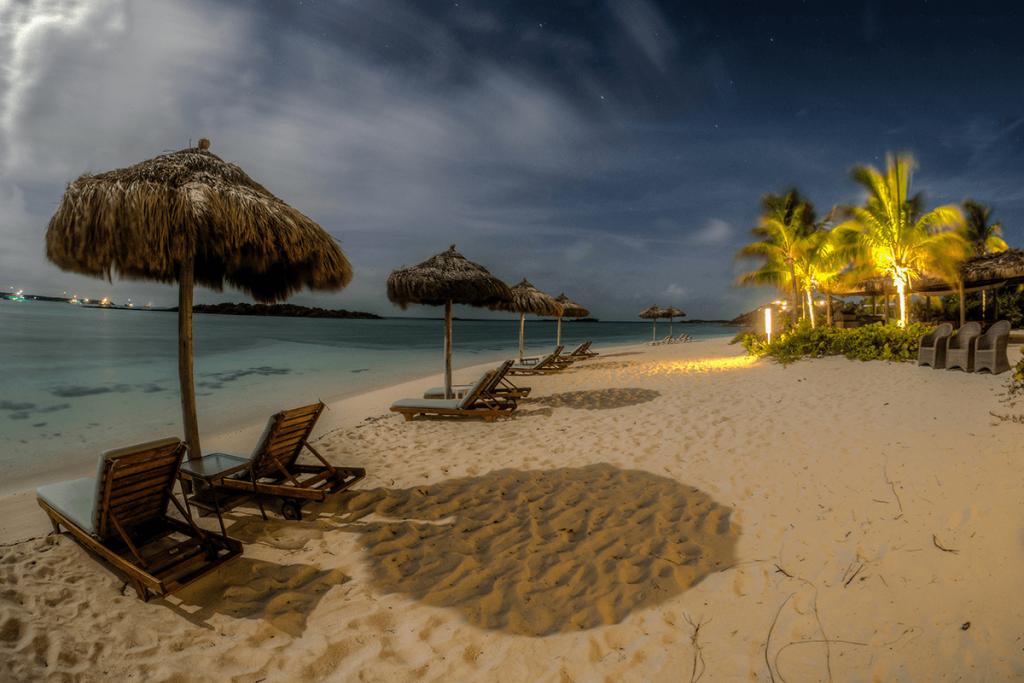 Ouverture de la plage pour la baignade de nuit