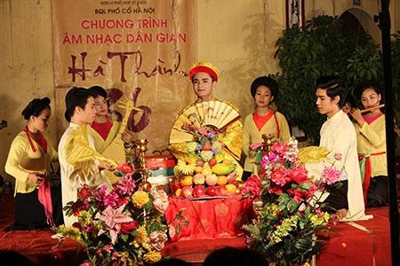 Spectacles de musique folklorique traditionnelle et moderne à Hanoi en weekend