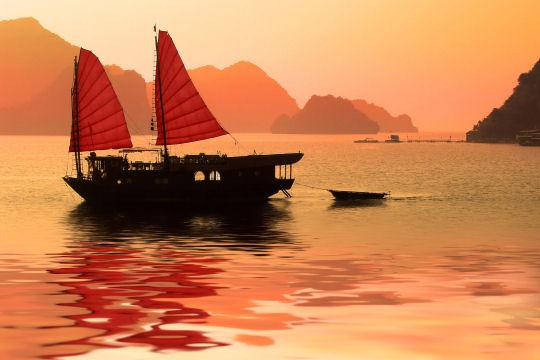 Tout Savoir sur Une Parfaite Croisière Dans la Baie d'Halong : Compagnies de Bateaux Fiables, Tarifs, Activités, Conseils