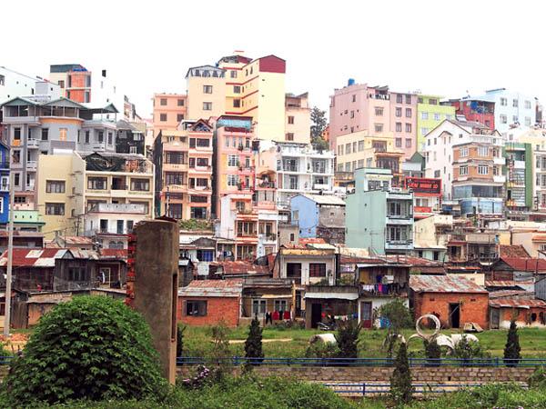 Bâtiments vietnamiens tout maigres