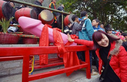 Festival de Na Nhem et procession de linga au Vietnam