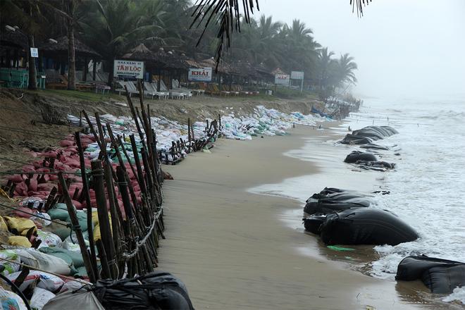 Plage Cua Dai érodée et ravagée par la mer