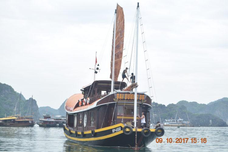 Bateaux pour la croisiere dans la baie de Lan Ha