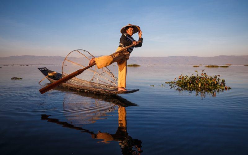 Un pêcheur d'Intha au Lac Inle, Myanmar