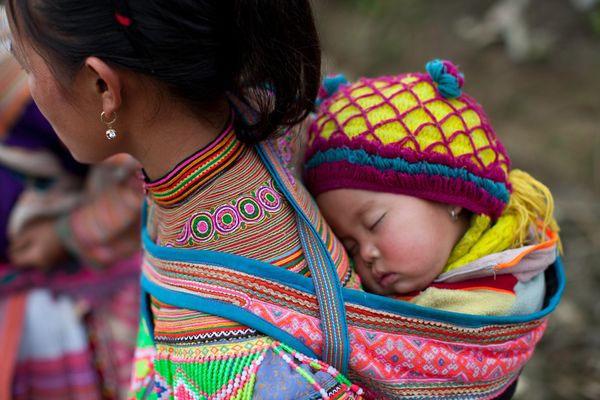 Prénoms de Hmong pour les filles et les garçons et leurs significations