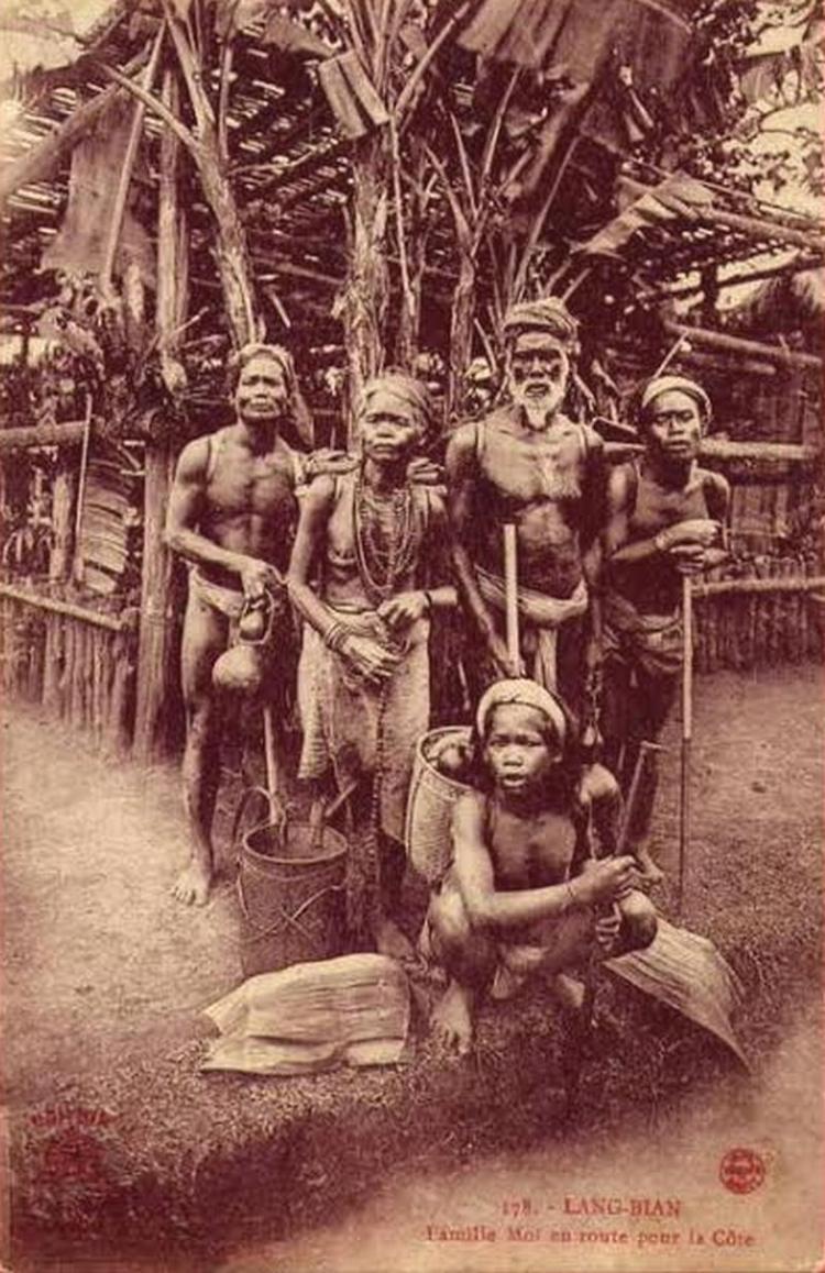 Un group d'ede au debut de la colonisation indochinoise