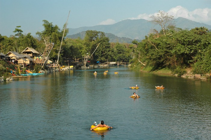 Tube et kayak sur la rivière Nam Song, Vang Vieng, Laos