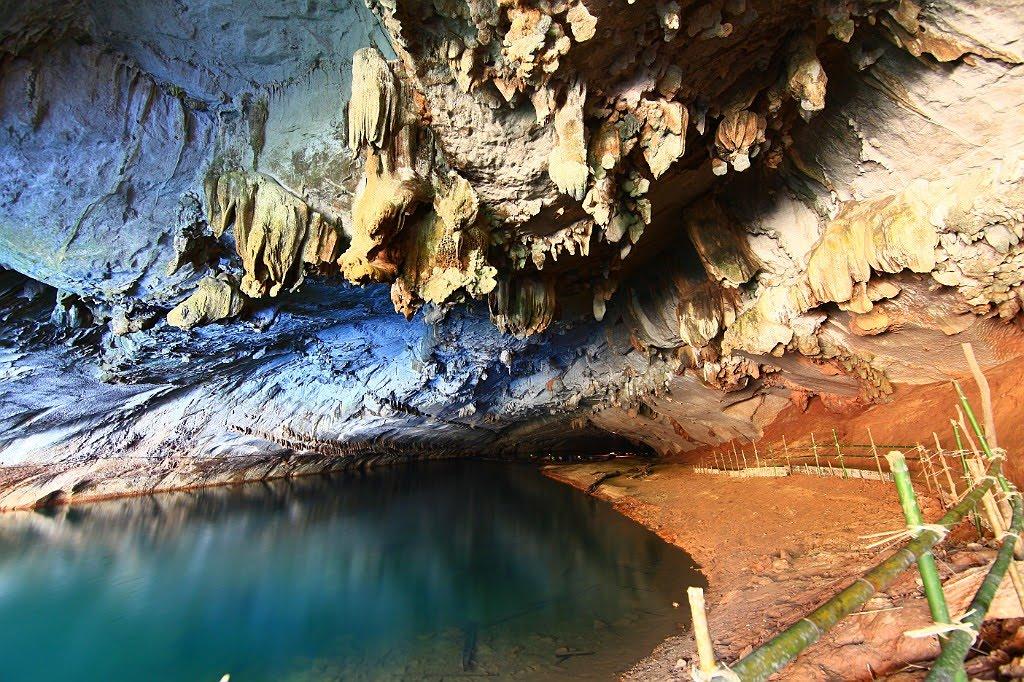 Visiter la grotte de Tham Kong Lo au centre du Laos