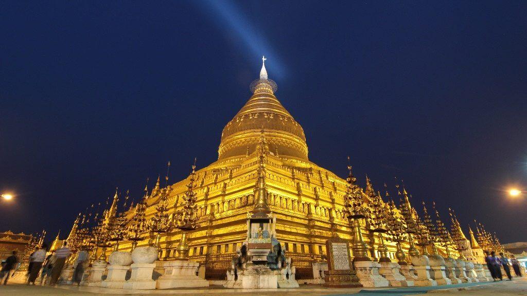 Temple Shwezigon, Bagan