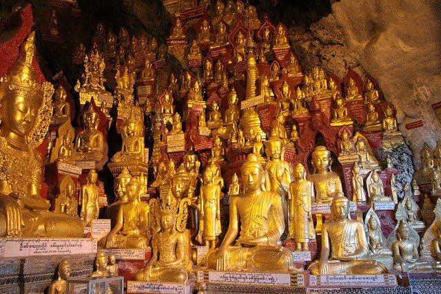 Pindaya, Petite Grotte Avec Des Milliers D'images De Bouddha