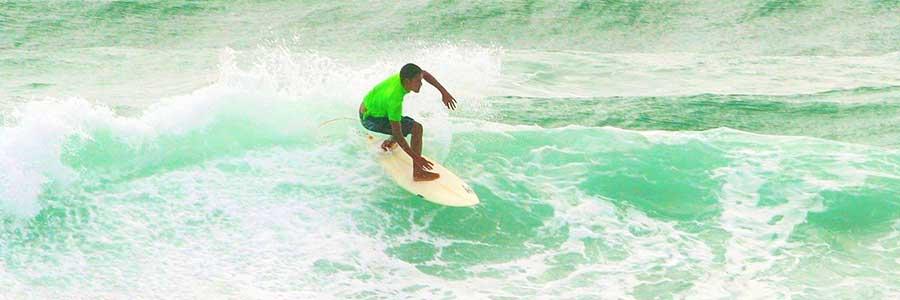 Surfing Phukhet Thailande