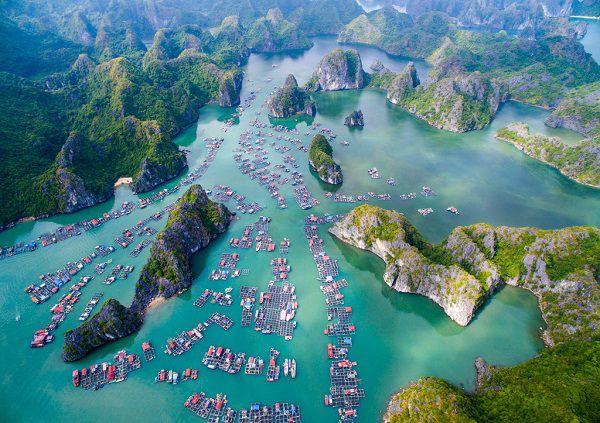 Villages des pecheurs dans la baie de Lan Ha