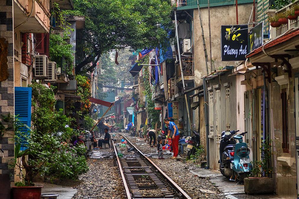 Rue des trains Hanoi