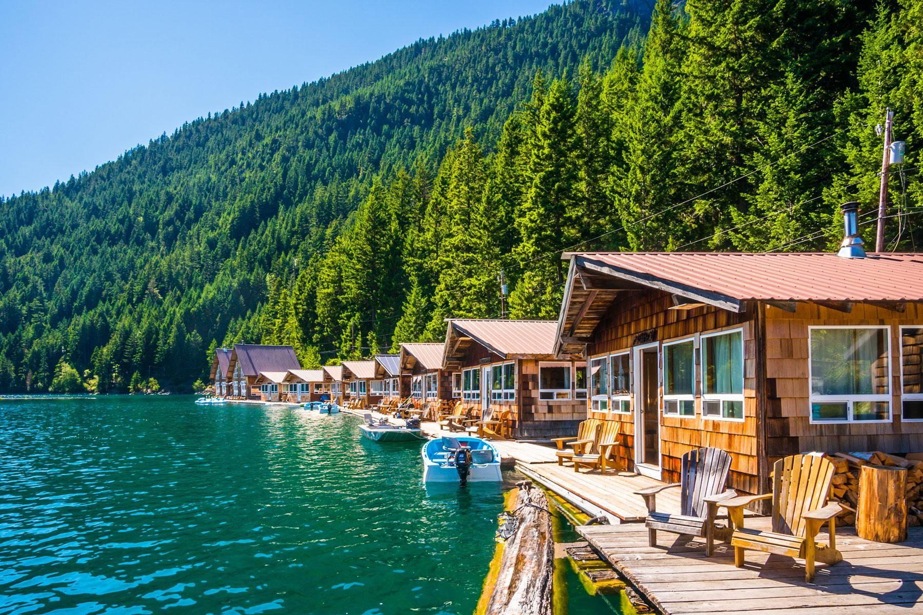 Bungalows flottants dans le lac