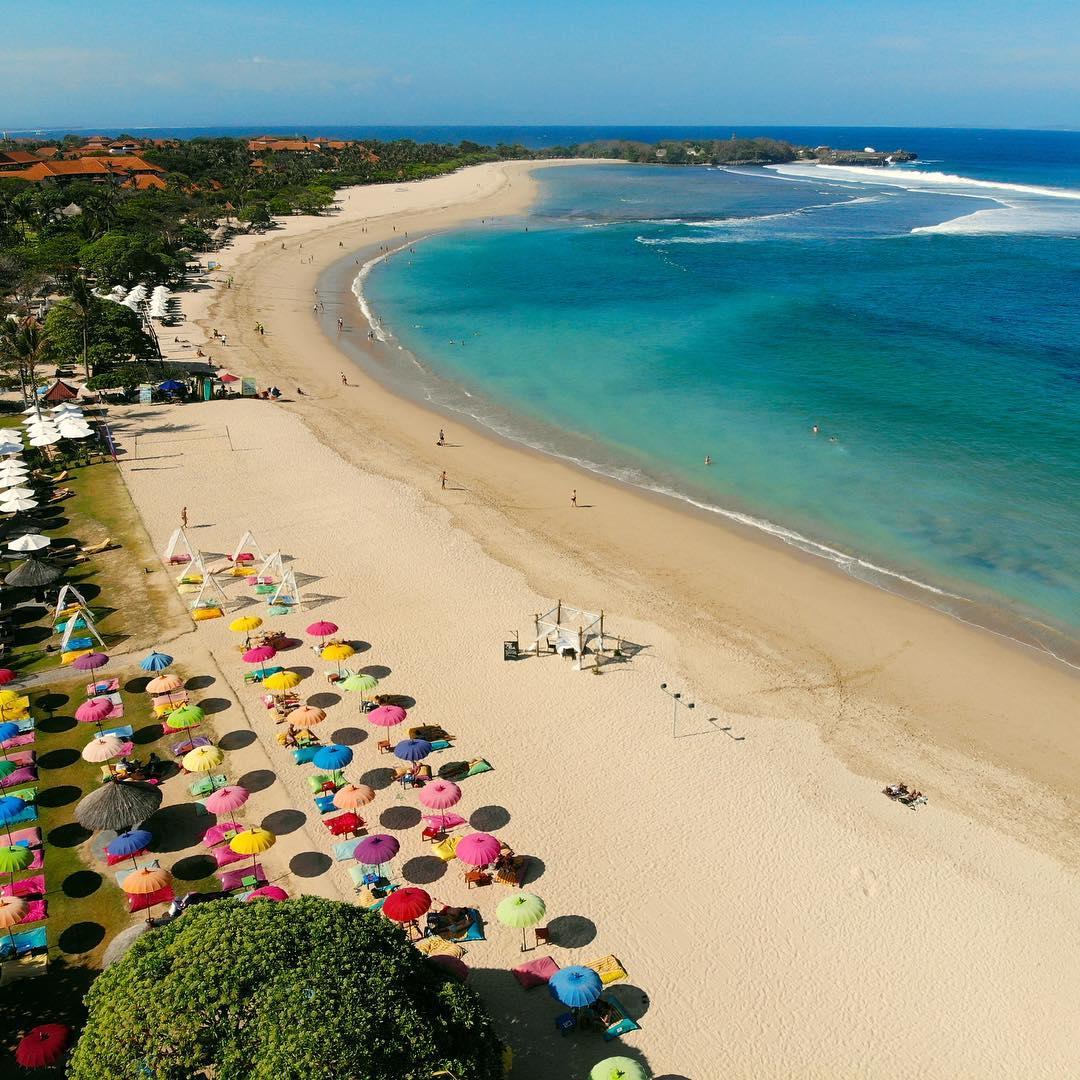 Plage de sable blanc à Nusa Dua, Bali