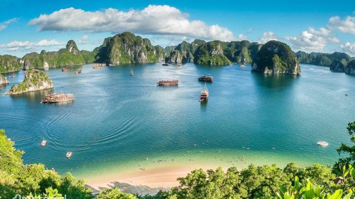 Baie d'Ha Long au Vietnam a rouvert ses portes aux visiteurs