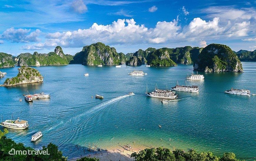 Vue sur la baie d'Halong depuis l'île Titop