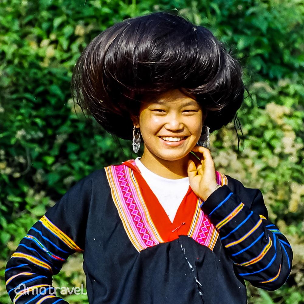 Une dame Hmong Rouge sur la route Dien Bien Phu à Lai Chau