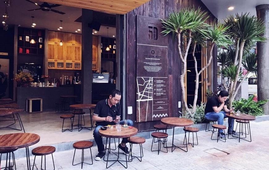 La distanciation sociale dans les restaurants et les cafés